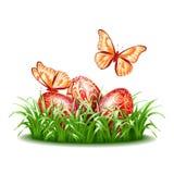 Fondo di Pasqua con le uova in erba Immagini Stock Libere da Diritti
