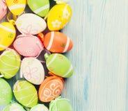 Fondo di Pasqua con le uova variopinte Fotografia Stock Libera da Diritti