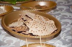 Fondo di pesach con il piatto ed il pane azzimo Fotografia Stock