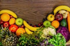 fondo di Piano-disposizione con la frutta e le verdure Fotografia Stock