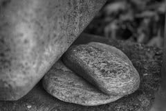 Fondo di pietra, massi incrinati sul grande mucchio delle rocce Immagine Stock