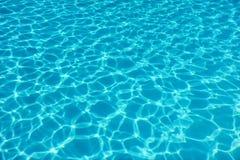 Fondo di riflessione del sole dell'acqua della piscina acqua dell'ondulazione fotografia stock