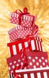 Fondo di scintillio dell'oro delle scatole di rosso immagini stock