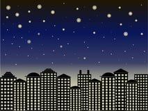 Fondo di serie della città Costruzioni nere, cielo blu scuro, notte stellata, vettore Fotografia Stock
