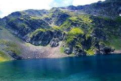 Fondo di stagione primaverile di vista panoramica di fine dell'attrazione di sette laghi di rila Immagine Stock