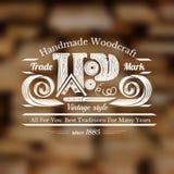 Fondo di stile del mestiere del carpentiere con il coltello per la scultura i trucioli e del posto di legno di parola per testo Immagine Stock Libera da Diritti