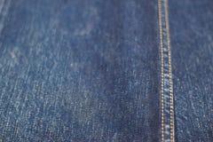 Fondo di struttura della sfuocatura molle dei jeans Immagini Stock