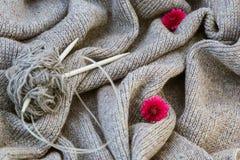 Fondo di tela grigia tricottata della lana del ` s della capra fatta con il knitti Immagini Stock
