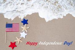 Fondo di U.S.A. di festa dell'indipendenza con la bandiera, le stelle marine e le stelle Fotografie Stock