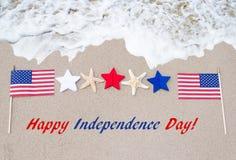 Fondo di U.S.A. di festa dell'indipendenza con la bandiera, le stelle marine e le stelle Immagini Stock Libere da Diritti