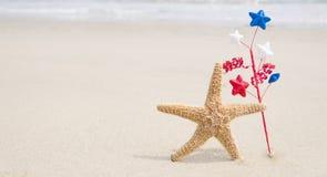 Fondo di U.S.A. di festa dell'indipendenza con le stelle marine Immagine Stock