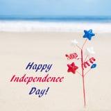 Fondo di U.S.A. di festa dell'indipendenza sulla spiaggia sabbiosa Fotografie Stock