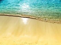 Fondo di vacanza estiva della spiaggia di sabbia di struttura dell'acqua fotografia stock libera da diritti