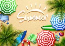 Fondo di vacanze estive nella sabbia della spiaggia Vista superiore delle collezioni dell'elemento della spiaggia illustrazione di stock