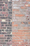 Fondo di vecchio muro di mattoni all'aperto d'annata fotografia stock