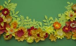 Fondo di verde del confine di concetto della decorazione del fiore del mestiere di carta Fotografia Stock