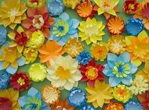 Fondo di verde del confine di concetto della decorazione del fiore del mestiere di carta Immagini Stock