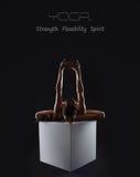 Fondo di yoga con la ragazza flessibile esile Fotografia Stock Libera da Diritti