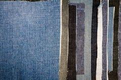 Fondo differente astratto di struttura delle bande dei jeans fotografie stock libere da diritti