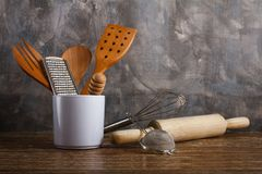 Fondo differente del muro di cemento del utensilson della cucina Immagini Stock