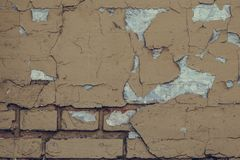 Fondo dilapidado de la pared de ladrillo Pared de la textura del Grunge con la pintura de la peladura Fondo marr?n claro agrietad imagen de archivo libre de regalías