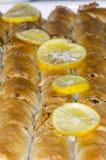 Fondo dolce orientale del primo piano del dessert della baklava, verticale Fotografie Stock Libere da Diritti