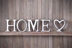 Fondo domestico di legno del cuore di amore immagini stock libere da diritti