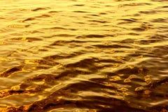 Fondo dorato liquido Immagini Stock Libere da Diritti