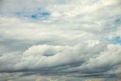 Fondo dramático del cielo nublado Fotografía de archivo
