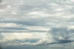 Fondo dramático del cielo nublado Foto de archivo libre de regalías