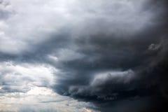 Fondo drammatico delle nuvole Immagine Stock