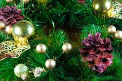Fondo e decorazioni di Natale su legno Immagini Stock Libere da Diritti