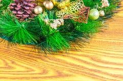 Fondo e decorazioni di Natale su legno Fotografie Stock Libere da Diritti
