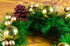 Fondo e decorazioni di Natale su legno Fotografia Stock