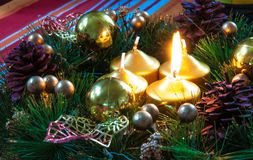 Fondo e decorazioni di Natale su legno Immagini Stock