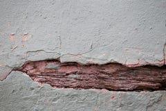 Fondo e struttura incrinati invecchiati della parete della via fotografia stock libera da diritti