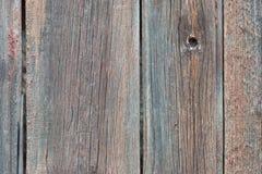 Fondo en estilo un rústico de viejos tableros sin pintar de madera con las grietas Foto de archivo