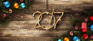 Fondo estacional de la Feliz Año Nuevo 2017 con las chucherías de la Navidad Foto de archivo libre de regalías