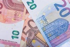 Fondo euro del dinero Notas euro con la reflexión Moneda de la unión europea Imagen de archivo