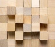 Fondo fatto dai cubi di legno differenti immagini stock