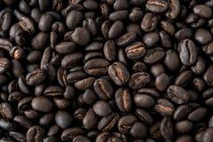 Fondo fatto dei chicchi di caff? fotografia stock libera da diritti