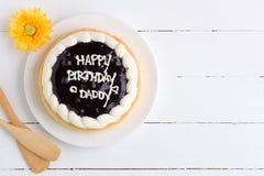Fondo felice della torta di compleanno/torta di compleanno felice/torta di compleanno felice su fondo di legno bianco Immagini Stock