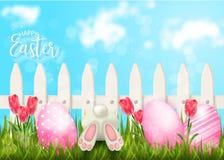 Fondo feliz de Pascua con la cerca y los huevos en hierba stock de ilustración