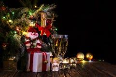 Fondo festivo brillante con las luces y el muñeco de nieve Fotos de archivo