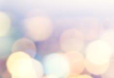 Fondo festivo con el bokeh natural y las luces de oro brillantes. Fotografía de archivo