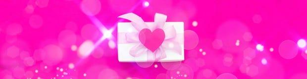 Fondo festivo de la bandera con las cajas de regalo en fondo rosado Fotos de archivo libres de regalías