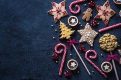 Fondo festivo de la comida de los dulces de la Navidad Imagen de archivo libre de regalías