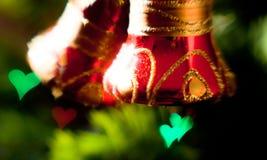 Fondo festivo de la Navidad con las decoraciones del árbol de navidad Foto de archivo libre de regalías