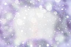Fondo festivo del día de fiesta con efecto delicado ligero del bokeh y nieve decorativa de dibujo Fotos de archivo libres de regalías
