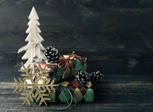 Fondo festivo del ` s del Año Nuevo Regalos de la Navidad Fotografía de archivo libre de regalías